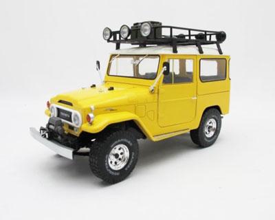Toyota Land Cruiser Yellow/White Roof